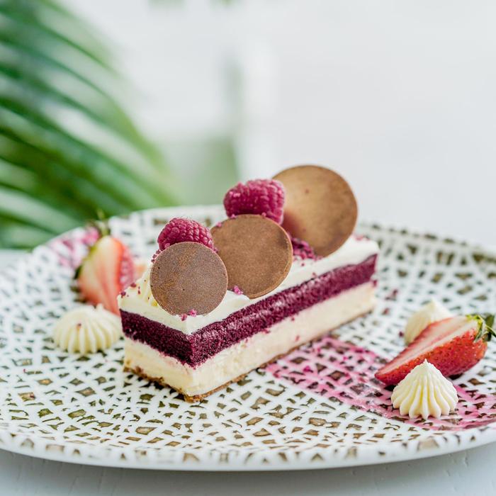 Red-Velvet-Cheesecake